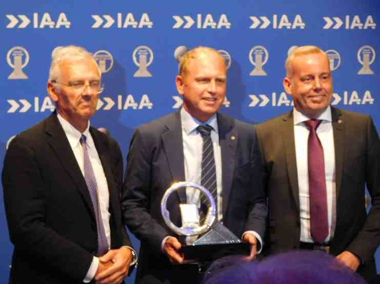 Gianenrico Griffini, Chairman of the International Truck of the Year jury, Scania's CEO and President Henrik Henriksson and Claes Erixon, Head of Research and Development