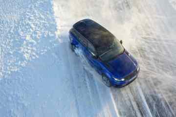 Jaguar und Land Rover führen in Schweden aufs Eis