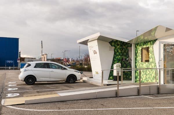 """Charge Lounge: Strom tanken im """"Wohnzimmer"""""""