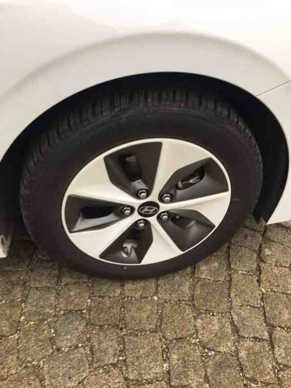 Hyundai IONIQ mit Elektroantrieb Felge