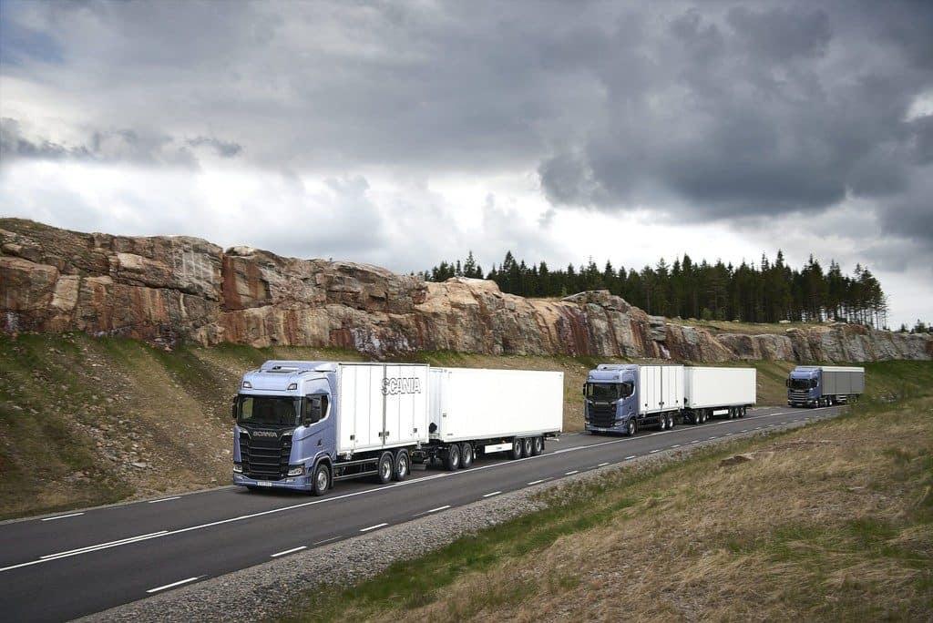 Scania-Lkw im Platooning-Konvoi