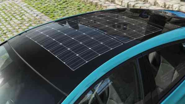 prius-phv-aqua-solar-roof01