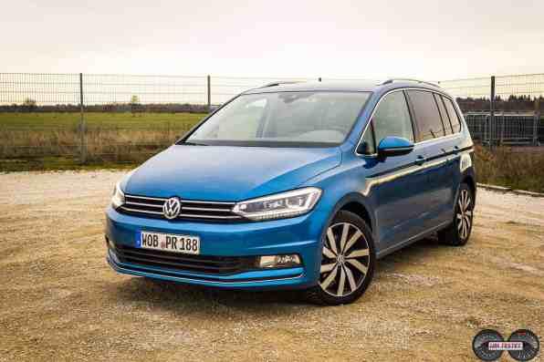 VW Touran Caribieanblau Frontansicht