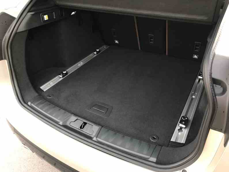 Jaguar F-Pace Ladefläche