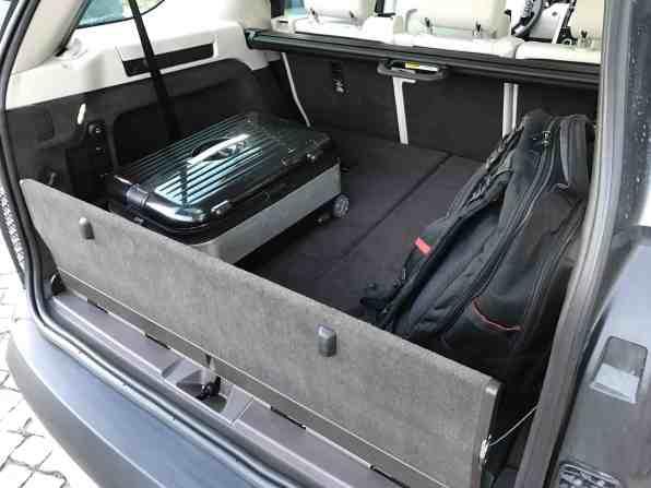 Land Rover Discovery Gepäckraum mit Sicherungsklappe