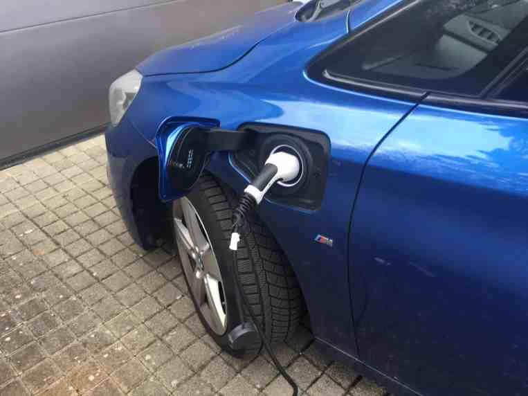 BMW 225xe Active Tourer Tanlk Steckdose