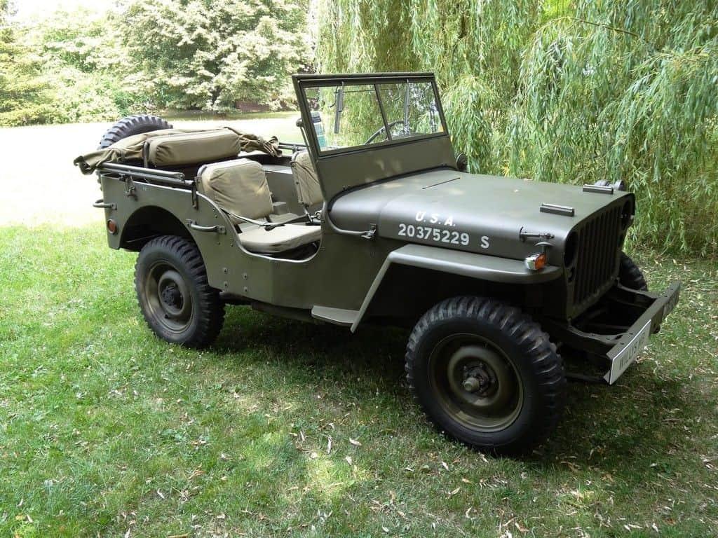 Willys MB von 1944. Insgesamt gebaut 361 349 Exemplare, Vier-Zylinder-Benziner, 2199 ccm, 100 km/h Höchstgeschwindigkeit,0 auf 80 km/h in 19 Sekunden.