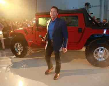Der Terminator präsentiert einen Elektro-Hummer