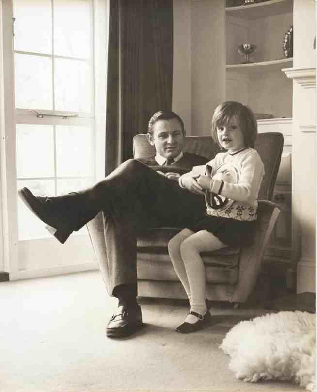 Bruce+McLaren+and+his+daughter+at+the+Muriwai+House_photo+credits+Araldo+do+Crollalanza+Ltd+Family