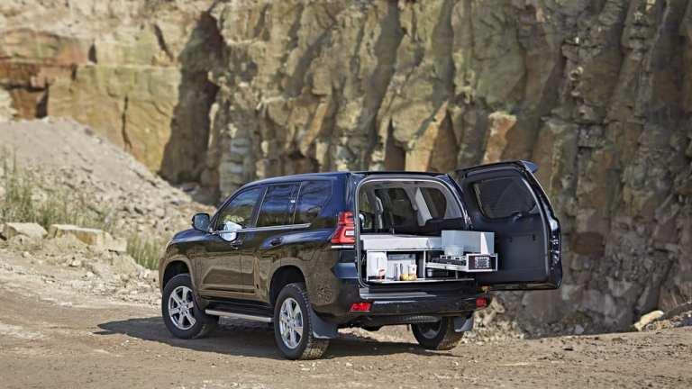 Toyota Land Cruiser mit Ququq-Flatbox.