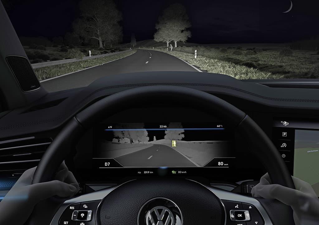 Nightvision - Nachtsichtunterstützung (erkennt per Wärmebildkamera Personen und Tiere in der Dunkelheit).