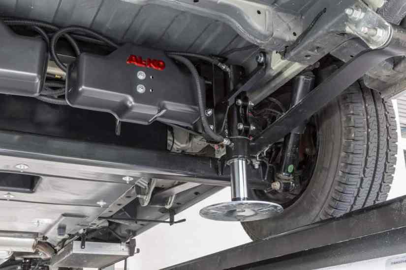 Fiat Ducato mit vollautomatischem Nivelliersystem Al-Ko HY4.