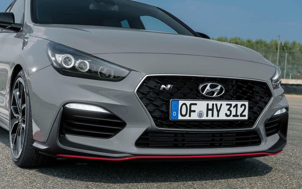 Hyundai i30 Fastback N fährt in Paris vor