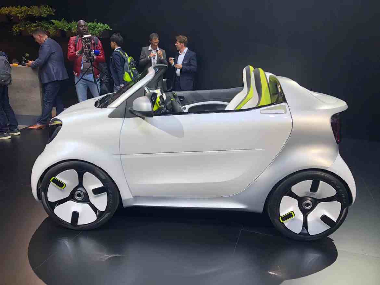 smart forease: Showcar auf Basis des Smart EQ fortwo Cabrio