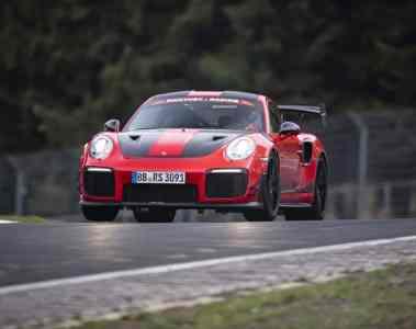 Porsche 911 GT2 RS rast in 6:40 Minuten über die Nordschleife