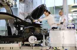 Für 390 Euro können Käufer ihren E-Golf in der Gläsernen Manufaktur in Dresden mit bauen