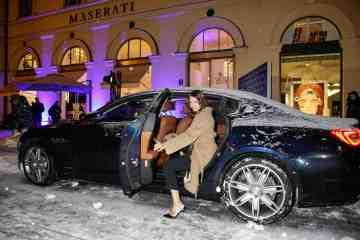 Maserati Markenschaufensters am Odeonsplatz in München