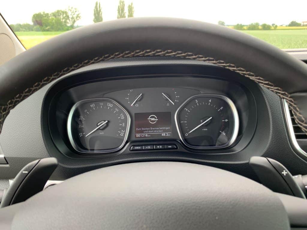 Opel kommt mit einem Volksbus - Zafira Life