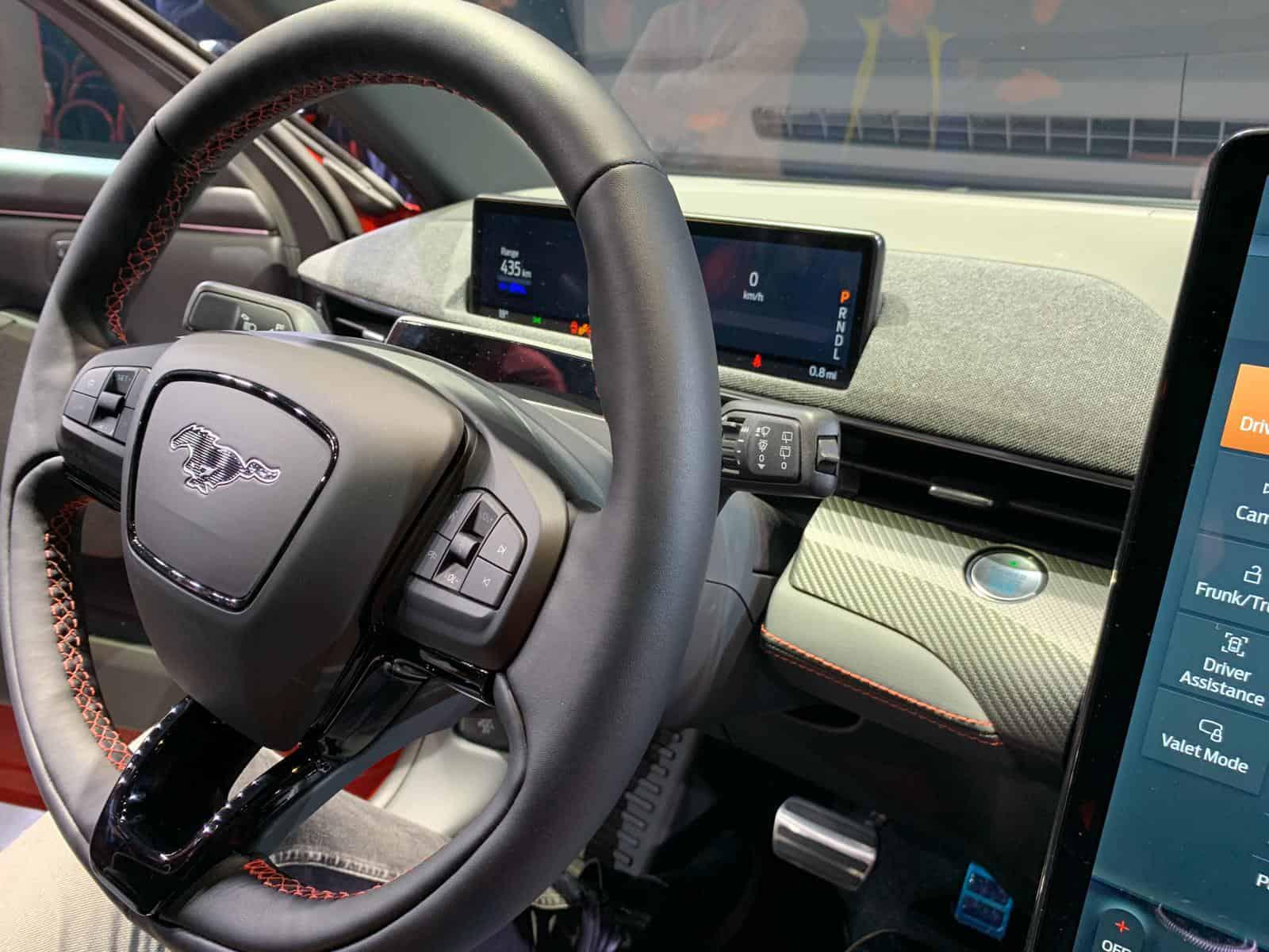 Unter Strom: Ford Mustang Mach-E kann bis 600 Kilometer