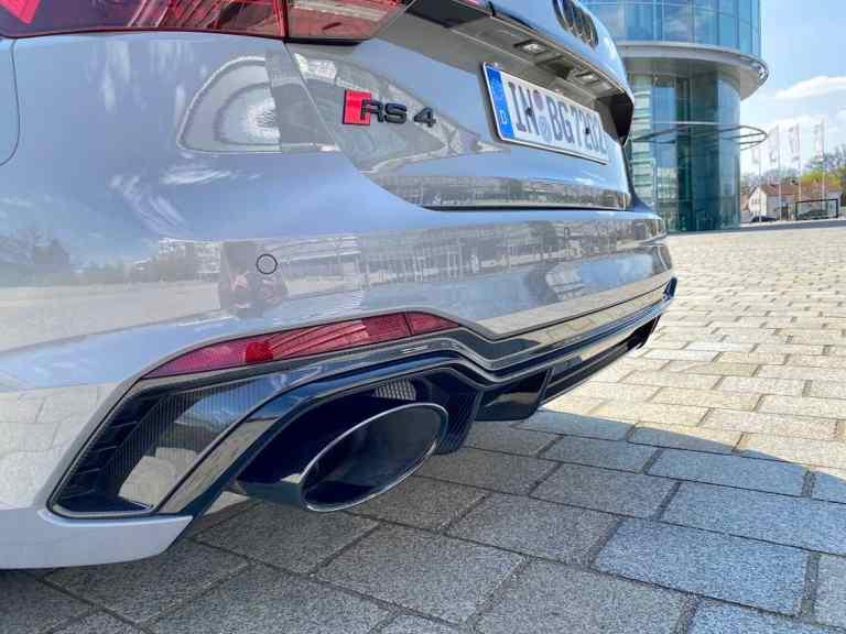 Audi RS4 Avant, Auspuff