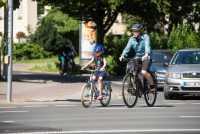 Radfahren erlebt durch Corona eine unerwartete Nachfrage in Deutschland und Europa. Händler und Hersteller melden vielerorts Umsatzrekorde. Doch das wirft andere Fragen auf: Wie steht es um die langfristige Lieferfähigkeit? Wie ändert das neue Mobilitätsverhalten die Verkehrspolitik? Oder generell: Wie nachhaltig ist der momentane Boom? Der pressedienst-fahrrad hat bei einer digitalen Pressekonferenz bei Branchenexperten nachgefragt.