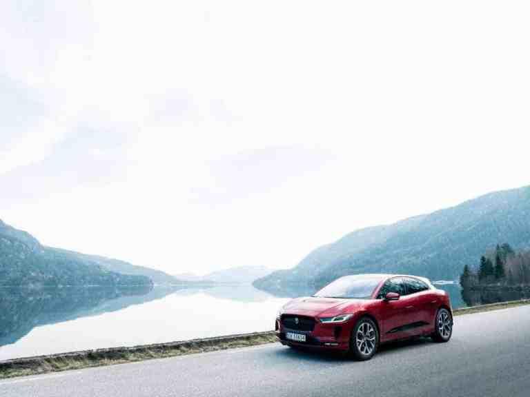 Jaguar I-Pace Taxen können künftig in Oslo kontaktlos aufgeladen werden