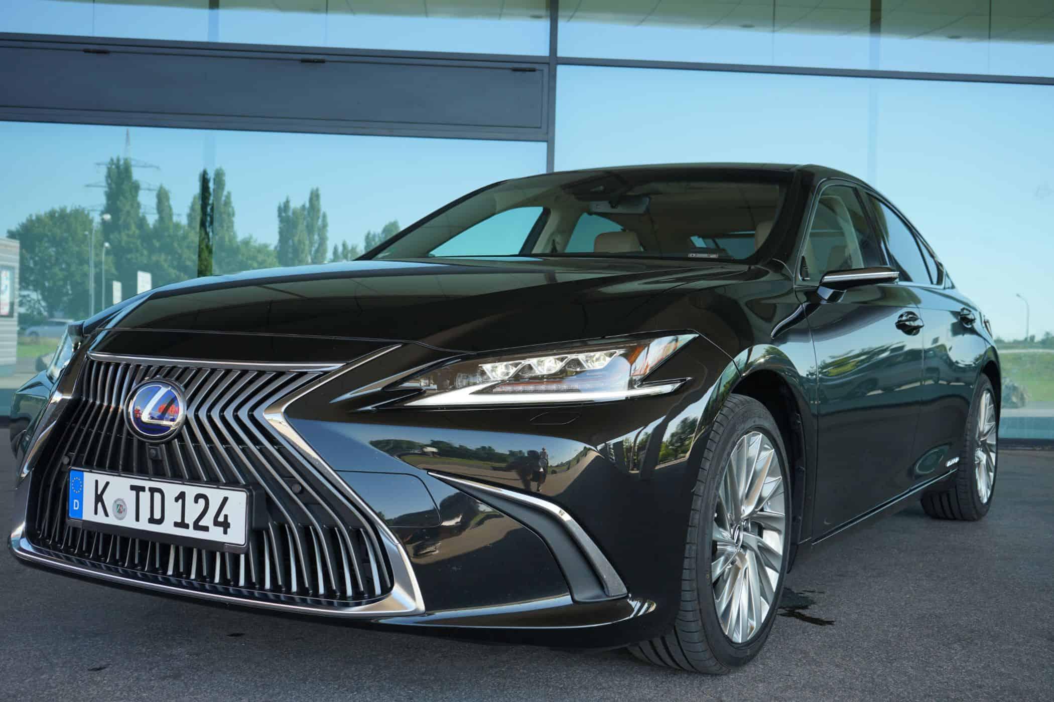 "Lexus ES 300h ""Luxury Line"" (2020) | Digitale Rückspiegel?! Test | Hybrid I POV"