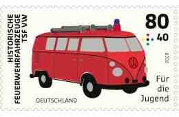 Der Bulli T1 als Feuerwehrfahrzeug schmückt eine von drei neuen Sonderpostwertzeichen.