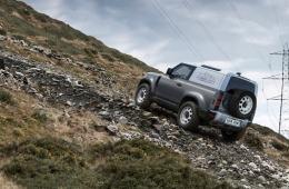 Land Rover Defender nun auch Hardtop für den Gewerbeeinsatz