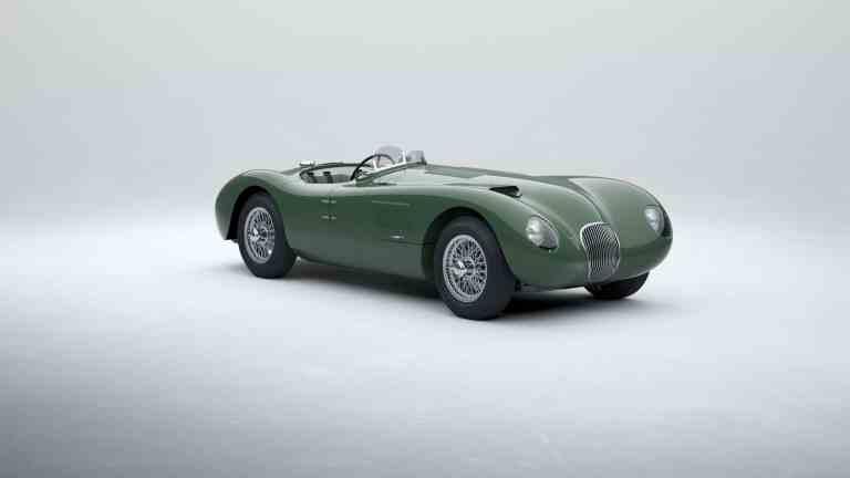 Jaguar C-Type bei der Zieldurchfahrt in Le Mans 1953.