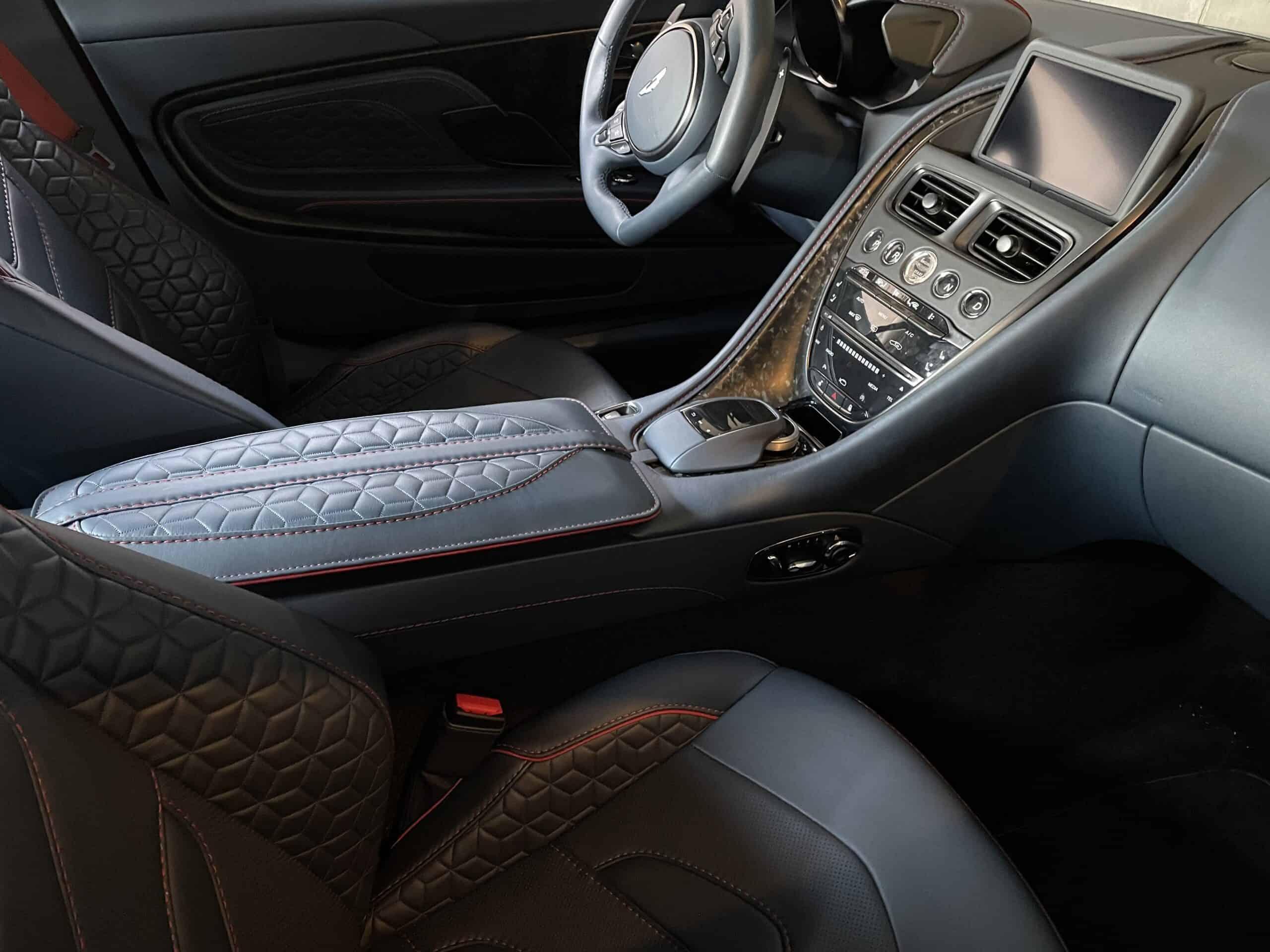 Aston Martin DBS Superleggera (2021) , Mittelkonsole
