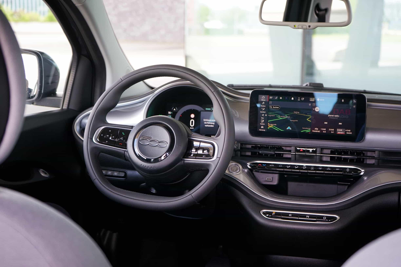 (2021) Fiat 500e ICON,Lenkrad
