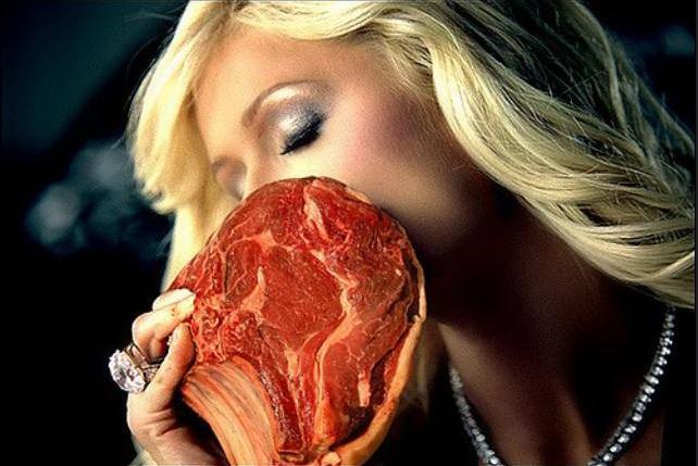 Paris Hilton sucht Frischfleisch.