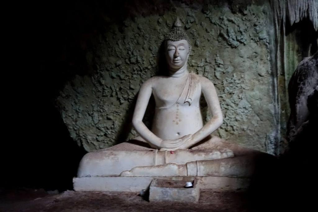 Buddha Statue in der Khao Yai Bat Cave