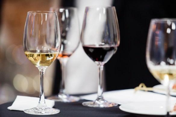 wine tasting ©Maksim Shebeko - Depositphotos