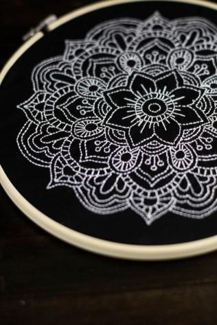 sticken-embroyding-stitching-schwarz-weiss-black-white-mandala-adventure-nature-blackwork-16