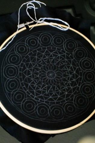 sticken-embroyding-stitching-schwarz-weiss-black-white-mandala-adventure-nature-blackwork-4