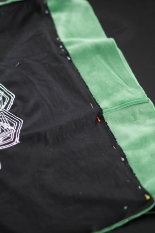 Kissen DIY Nähen Sticken Hotelverschloss schwarz weiß grün Samt-9