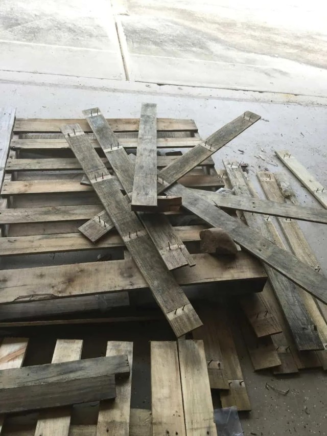 Tutorial Diy Picnic Table Out Of Wood Pallets Derby