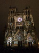 Catedral iluminada de Amiens, Francia - Más información en este blog: http://ow.ly/N39Ps