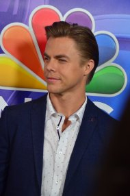 """""""Photo for my Derek Hough fans. From today's #TCA16 event. Via @TheRedCarpetTV #DWTS"""" - August 2, 2016 Courtesy KristynBurtt and TheRedCarpetTV twitter"""