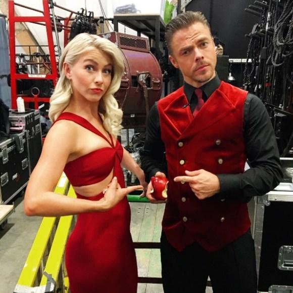 """The scarlet apple... Bro & Sis having a moment before the show ❤️🍎❤️#DWTS #juliannehough #derekhough"" - September 26, 2016 Courtesy spencerbarnesla IG"