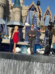 """""""Got to see @derekhough and @juliannehough today at Disney!!! Awesome surprise!!! ❤️ @DancingABC"""" - November 12, 2016 Courtesy lisaleeimp twitter"""