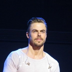 """Derek Hough looking good at Move Beyond at MGM National Harbor 5/7/17 Photo by @elizabethmerck #movebeyond #theatrephotography #theatre #concertphotography #photography #derekhough #juliannehough #nationalharbor #mgmnationalharbor @derekhough #juliannehough #dwts"" courtesy elizabethmerck ig"