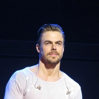 """""""Derek Hough looking good at Move Beyond at MGM National Harbor 5/7/17 Photo by @elizabethmerck #movebeyond #theatrephotography #theatre #concertphotography #photography #derekhough #juliannehough #nationalharbor #mgmnationalharbor @derekhough #juliannehough #dwts"""" courtesy elizabethmerck ig"""