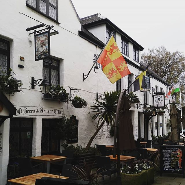 #caernarfon #wales #people #house #building #home #daylight #architecture #flag #travel #traveling #visiting #instatravel #instago #calamity #outdoors #town #tourism #city #street #vehicle #group #battle #military #blackboyinn - from Instagram