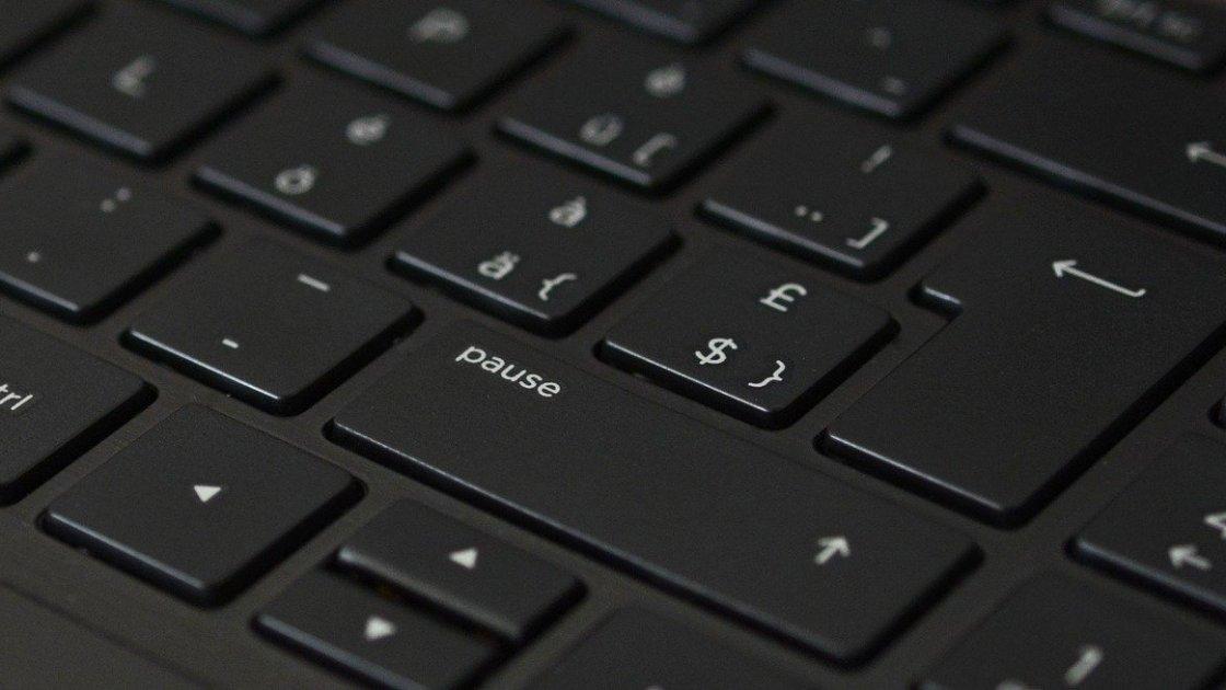 Buchsatz leicht gemacht. Eine Laptop-Tastatur. Bild von annca auf Pixabay