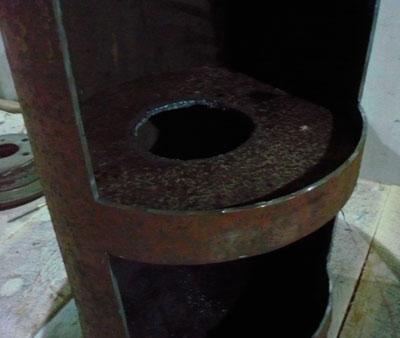 Közbenső lemez a kemence felső és alsó részei között
