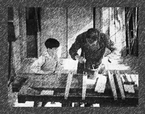 """Szenenbild aus dem Film """"Wie entsteht ein Tisch"""""""
