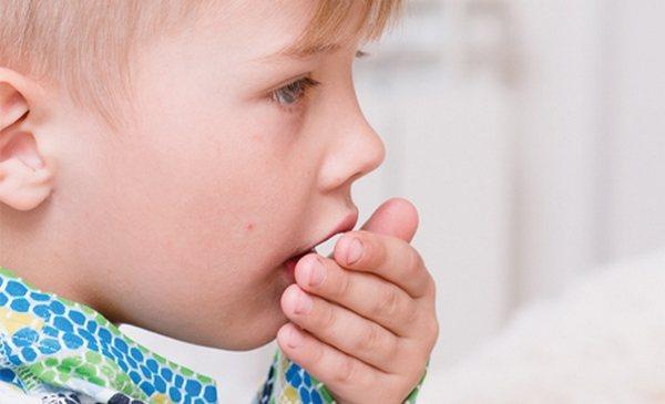 El niño no tiene tos seco durante mucho tiempo: ¿qué necesita saber para deshacerse del problema?